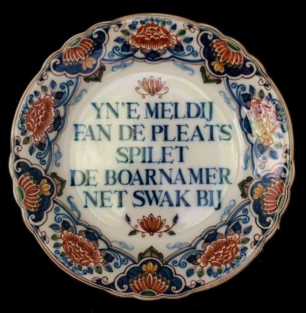 Het Makkummer bord dat Nynke krijgt bij de opening van het restaurant in 1972, nu in privé bezit