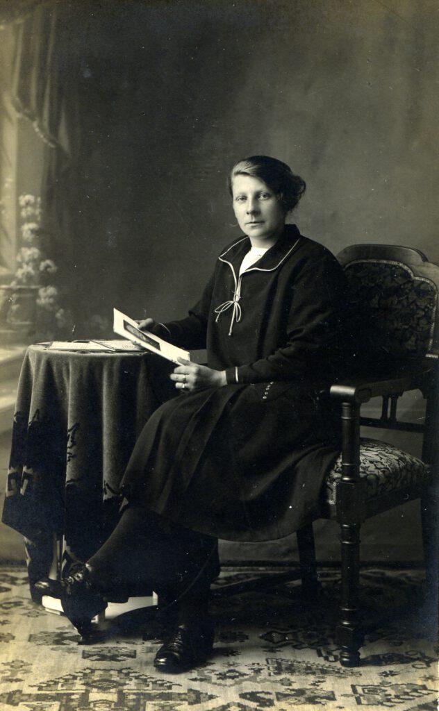 Nynke Postma, ca. 1925